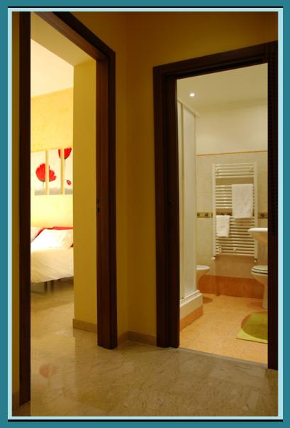 disimpegno gaias room con porte bagno e camera